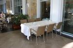 Маси и столове от ратан бежови за външно и вътрешно ползване