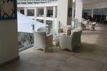 Елегантни и удобни маси и столове от ратан бежови