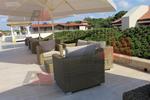 Комфортни и стилни дивани от ратан за заведения